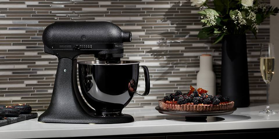 It\'s Time to Go Black ! IL NUOVO ROBOT DA CUCINA ARTISAN BLACK TIE ...