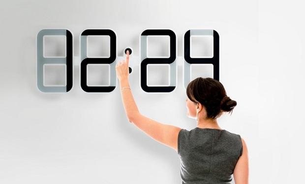 orologio proiettato sul muro